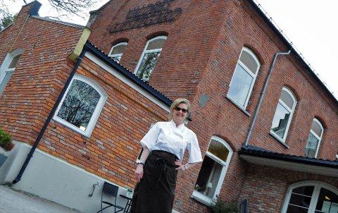 Kari-Anne Røang på Valdres Gjestegård, også kjent som Fengslet, har jobbet hver 17. mai i over 20 år. Også i år står hun klar til å servere festglade valdriser på nasjonaldagen.