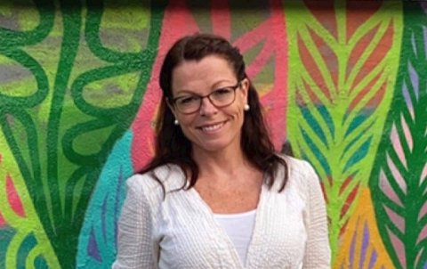 ETTTILFELLE:Rektor Ingrid Notoane på Holumskogen skole forteller at elevene er tilbake igjen torsdag etter hurtigtesting tirsdag.