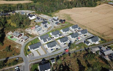 De 10 tomannsboligene ligger i Molvikveien i Hølen.