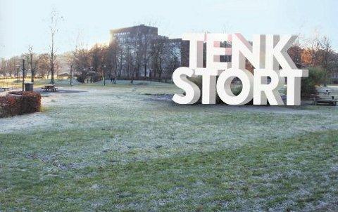 OMDØMMEBYGGING: I Sandefjord vil de benytte store bokstaver, i Tønsberg selge aksjer og i Horten videreutvikle en reklamefilm for å bygge byene opp som merkevarer.