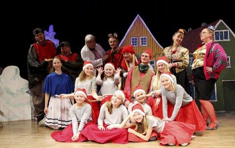 Priser Prøysen: Denne gjengen får æren av å spille den aller første juleforestillingen i Frogn nye flerbrukshus, Smia. Her blir det dans, latter og litt juledrama lørdag og søndag. Instruktør er Cathrine W. Langlie. Se flere bilder på amta.no.Alle foto: Mariann L. Dahle