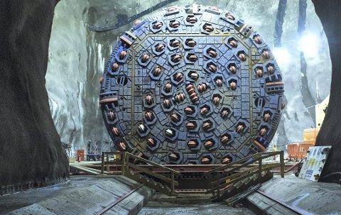 GIGANTISK BOR: Tunnelboremaskinen «Anna fra Kloppa» brukes i arbeidet med Follobanen.