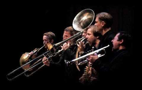 MIDDEL: Svenske Swing Sling Brass skal lokke flere til å bli med i ABUT. FOTO: PRIVAT
