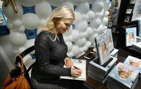 SIGNERINGSFERD: En times signering av ny bok i Asker. Deretter sto Sandvika for tur.