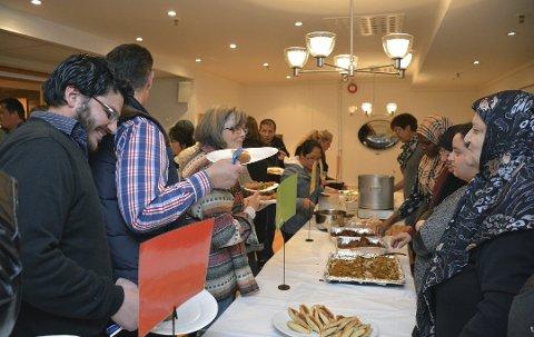 """Grupperingen """"Flerkulturelt fellesskap"""" har hatt flere arrangementer det siste året, blant annet denne flerkulturelle aftenen som ble arrangert på Frydenborgsenteret. Dit kom det nærmere 250 mennesker."""