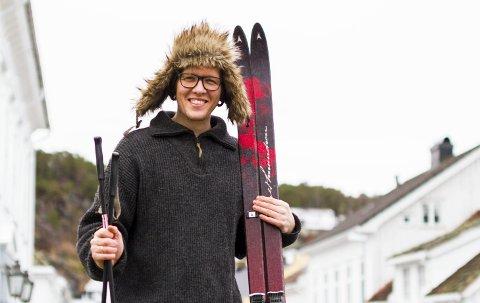 Daniel Victor Dahlen vil så gjerne dele skigleden sin med resten av Sandnes Ressurssenter. Ja, og så skulle han gjerne hatt litt snø, da...Foto: Juni Wendelin Fasting