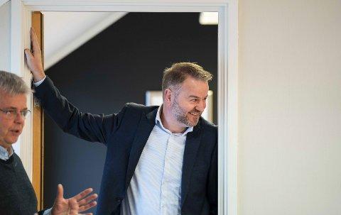Klar: Etter at Daniel Bjarmann-Simonsen trakk seg som ordførerkandidat, har Ole H. Hjartøy (t.h) og resten av nominasjonskomiteen landet på Lars Vestnes som ny kandidat. Det ser den nåværende daglige lederen hos TOOLS Løvold på som en tillitserklæring.Foto: David Engmo