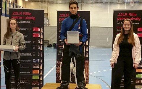 Sander Næsbø Sælensminde (15) fra Fyllingsdalen og Laksevåg Sportsskytterlag gikk helt til topps i ungdomsklassen i luftegevær i NM i Oslo.