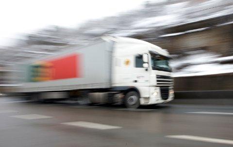 Problemet med farlige vogntog må løses, skriver NAF-direktøren. Illustrasjonsfoto: NTB