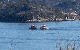 Brannbåten «Sjøbrand» og redningsskøyten «Kristian Gerhard Jebsen II» var på plass etter ti minutter.