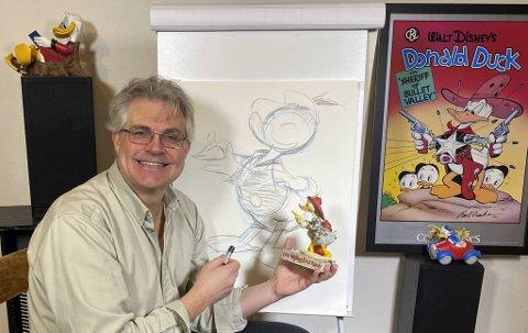 Donald-tegner fra Fana, Arild Midthun, tegner live på Facebook hver bidige dag for å underholde og lære store og små tegning.