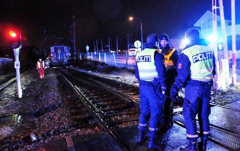 MANGE UNDERSØKELSER: Etterforskningsleder Bent Øye i politiet sier de må igjennom mange undersøkelser i jakten på årsaken til togkollisjonen i Vikersund tirsdag.