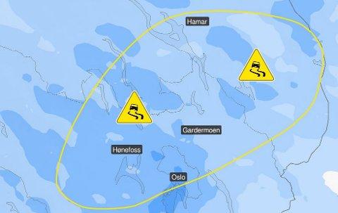 VÆR: Meteorologene varsler om at det mandag kan bli svært glatt på veiene i Midtfylket