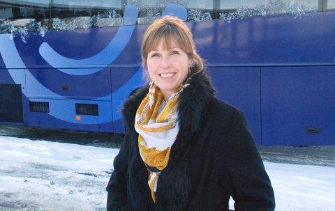 BUSS og FARTSGRENSER: – Det kan lett oppfattes som om de store bussene kjører fortere enn hva de egentlig gjør, men det kan selvfølgelig skje glipper, sier Nina Johnsen, avdelingsleder ved VY-buss Modum, Hokksund og Kongsberg.