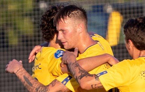 GRORUD-SUKSESS: Magnus Lankhof Dahlby jubler her for en av sine tre scoringer for Grorud i årets 1. divisjon.