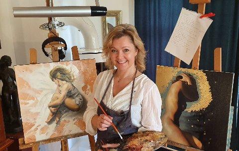 Camilla Marie Paulsen i sitt rette element - foran lerret og staffeli.