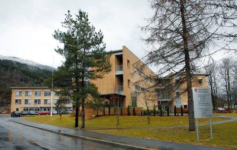 JOBBAR IKKJE FULLT: Langt over halvparten i helse- og omsorgsstenesta i Sunnfjord har ikkje fulle stillingar. Det er fleire årsaker til dette som gjev utfordringar.