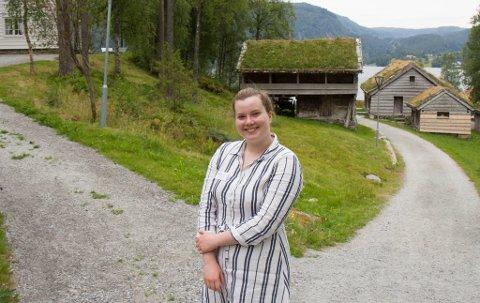 BADENYMFE: Når Ingebjørg har fri brukar ho fritida saman med venner. Saman drar dei for å bade eller på roadtrips.