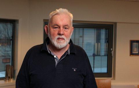 IKKJE REIS: Kommune- og smittevernlege i Kinn kommune, Jan Helge Dale seier det er viktig å unngå å reise no.