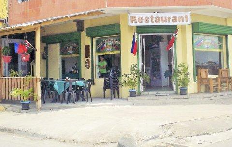 Hjørn'et Boulevard: Familierestauranten ligger i den lille havnebyen Toledo vestpå øya Cebu på Filippinene med utsikt utover havnen. Den har plass til 35 personer. Mange muligheter for rette «krovert», het det da den tidligere norske eieren skulle selge i sommer. Foto: fra bedriftens facebook-side