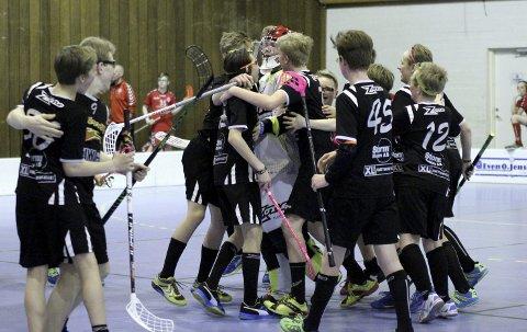 Jubel: Slevik G13 kunne juble for finalespill etter seieren over Nor 92 i semifinalen. Finalen tapte de på straffer. alle foto: Christine Magelssen bergby