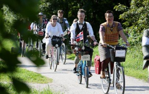 Lørdag 31. august blir det Tweed Run i Fredrikstad. Da tar nærmere 200 deltakere seg på seg den fineste tweeden, og setter seg på sykkelen.