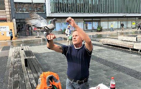 DUS MED DUENE: Bjørn Erik Hansen forteller at han alltid har hatt et godt håndlag med dyr.