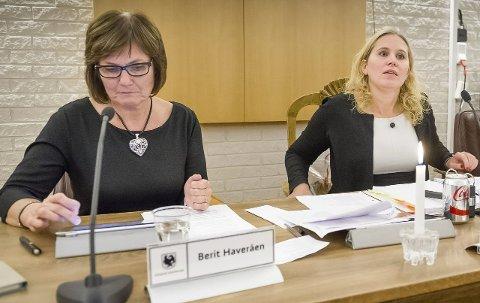 ENIGHET: Kamilla Thue (Ap, t.h.) har loset gjennom sitt første kommunebudsjett som ordfører. Til venstre varaordfører Berit Haveråen.FOTO: JENS HAUGEN