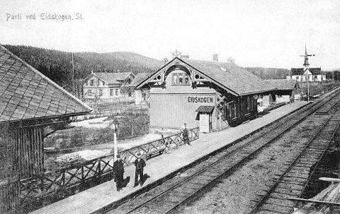 CA. 1910: Fram til 1913 var Matrand og Eidskogen stasjon porten til Eidskog og stasjonsbyggene i sveitserstil påvirket husbyggingen.