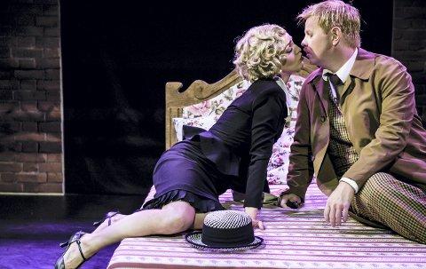 ROMANTIKK: Det er også rom for kjærlighet. Her romantikk mellom Cornelia Børnick og Sten Bjørge Skaslien Hansrud. Foto: Gisle Bjørneby