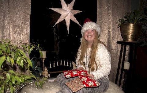 1: Tiril Utgården har alltid delt med andre, og i flere år har hun gitt julegaver til dem som har minst. 2: -Lego er kult. Her er julebyen min! sier Tiril stolt. 3: 18-år gamle Tiril bringer lys til dem som lever   på kanten av samfunnet.