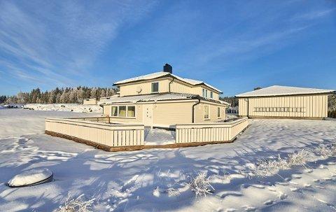 SOLGT: Huset i Snekkermovegen ble solgt for nærmere fem millioner kroner.