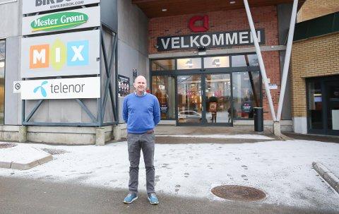 ÅPENT: Senterleder Lasse Ellingsen ved Kongssenteret legger vekt på smittevern, og ber alle kunder om å følge rådene som gjelder.