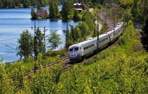 STARTDATO KLAR: SJ bruker X2000-togene på avgangene mellom Oslo og Stockholm med stopp i Kongsvinger, men trafikken har vært innstilt siden mars ifjor. Nå varsler selskapet at trafikken kommer i gang 12. desember igjen.