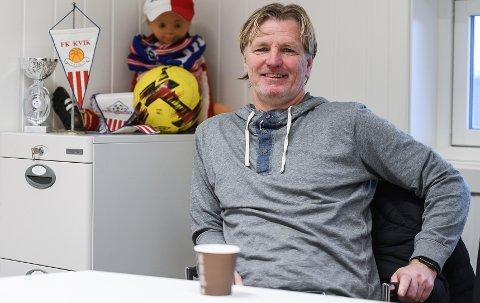 NYTT EVENTYR: Jobben som trener i Kvik Halden ble en eneste lang opptur for Kent Bergersen. Nå skal Grue-karen - i tospann med sambygding Ståle Solbakken - prøve å føre Norge til EM i 2024.