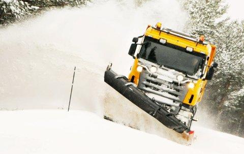 RAS: Etter at snøskredet gikk første juledag, har brøytemannskapene på Mestas biler holdt rv 15 åpen bare fra Skjåk til vegstasjonen i Breidalen.