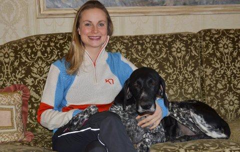 GODT FORBEREDT: Yvette Hoel har trent godt og føler seg i god form før sesongens første konkurranse andre helgen i januar. Storebror Yngve har tatt hånd om hunden Morjo mens lillesøsteren var gravid, og brukte hunden da han ble verdensmester i Tyskland i februar.