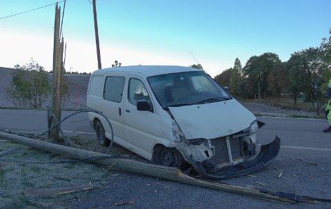 VRAK: Ingen personer kom til skade under utforkjøringen, men bilen fikk betydelige skader.