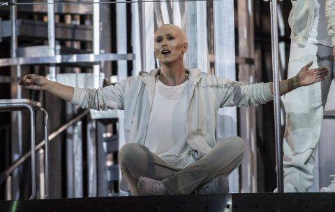 FRA PRØVENE: Eli Kristin Hanssveen i rollen som «Kvinnen» i operaen Elysium – en transhuman som etter hvert bytter plass med et opprinnelig menneske. Foto: Erik Berg