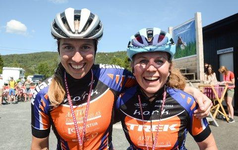 Klubbvenninnene Elisabeth Sveum (t.h.) og Stine Hasund Eid kjempet om seier i Valdresrittet.