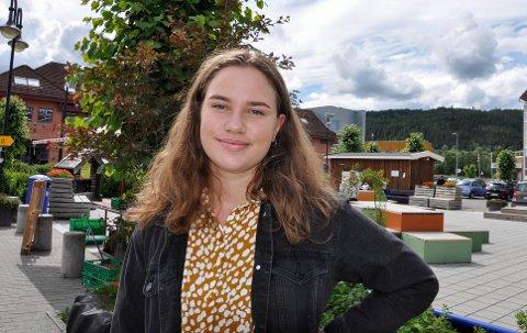 NY STUDENT: Nå venter nye utfordringer og ny lærdom i Trondheim for Sara Jåvold Madi. – Jeg gruer meg til å vaske klærne min selv, sier hun og ler.