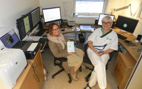 1 RESPONSSENTER: De ansatte på legevakta i Halden har nok å gjøre. Her ser vi daglig leder Nina Bruun Hansen og sykepleier Turid Eriksen.