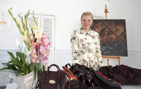 EKSKLUSIVE: Pia Haugseth Enger skal selger eksklusive vesker second hand. Foto: Eivind Brandsnes