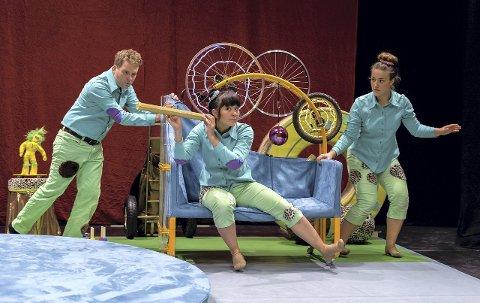 FOR DE MINSTE: «Babytriller» med Halvard Bjørkås, Loan Hå og Hanne Frostad Håkonsen henvender seg til de minste teatergjengerne. Foto: Jo E. Brenden