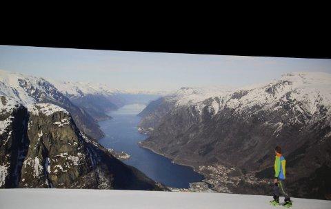 Kinolerret: Yngve Vestrheim i en av de mange spektakulære scenene fra filmen «Odda - mer enn bare Trolltunga».