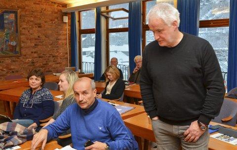 Uenige om utbygging: Eivind Tokheim (V), til venstre, fikk sammen med Erlend Nævdal Bolstad (H) flertall for forslaget om å gå inn for den nye reguleringsplanen, i tråd med rådmannen sin opprinnelig innstilling. Jarle Vangen (Ap) var en av seks representanter som støttet vedtaket i utviklingskomiteen.