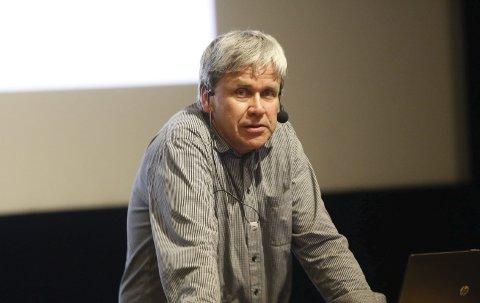 Regionansvarleg: Arne Oftedal er regionansvarleg for skrantesjuke i mattilsynet. Her under eit informasjonsmøte om sjukdommen i Odda kino.