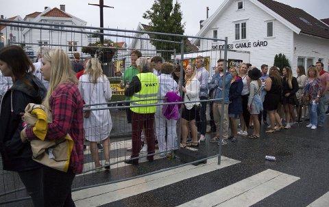 STOR INTERESSE: Det var interesse for så mye under årets Skudefestival. Her er køen utenfor Kurt Nilsen-konserten sist torsdag.               FOTO: TRULS HORVEI