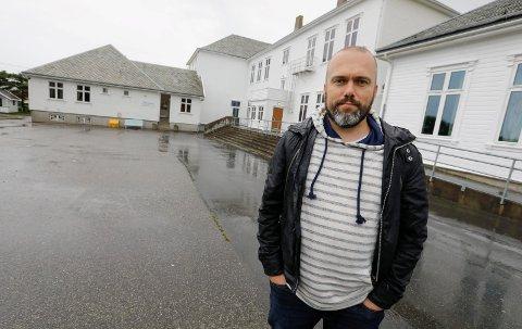 David A. Sjøen er tydelig skuffet over manglende prioritering av ny skole på Åkra.