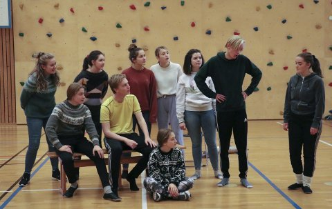 JULETE TEATER: De eldste i Haugesund barne- og ungdomsteater som spiller «Putti Plutti Pott» i Festiviteten.